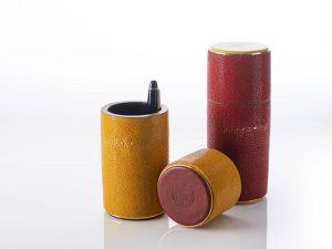 Étuis à stylos en cuir, galuchat, noyer et laiton / Pen boxes in leather, shagreen, walnut and brass