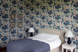 Table de chevet en parchemin et noyer / Bedside tables in parchment and walnut